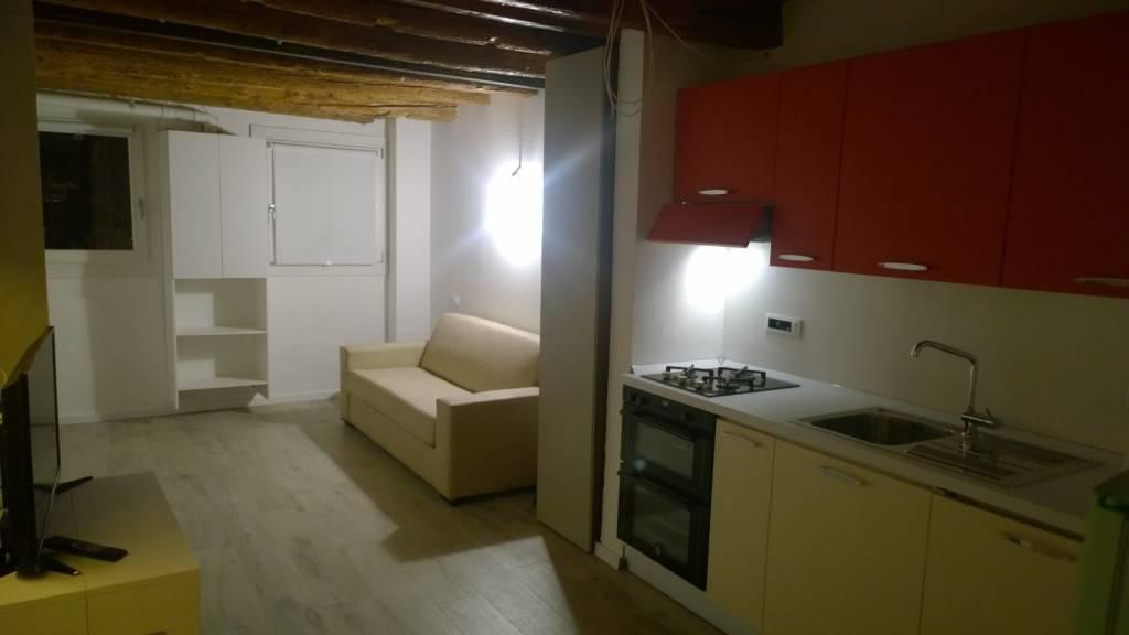 Appartamento in affitto a Padova, 2 locali, zona Zona: 1 . Centro, prezzo € 570 | CambioCasa.it