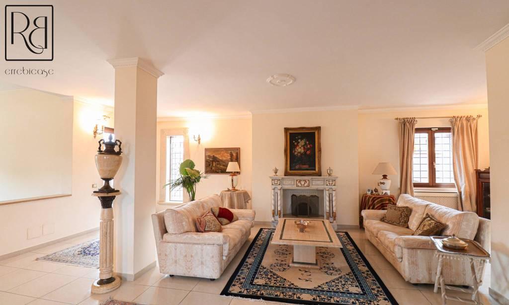 Villa in vendita a Roma, 7 locali, zona Zona: 37 . Morena - Ciampino - Trigoria - Falcognana, prezzo € 795.000 | CambioCasa.it