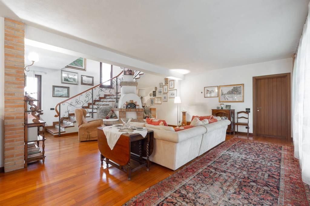 Villa in vendita a Arluno, 6 locali, prezzo € 1.500.000   PortaleAgenzieImmobiliari.it