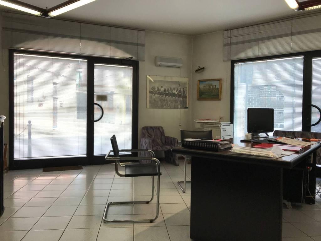 Ufficio / Studio in affitto a Trezzano Rosa, 2 locali, prezzo € 500   CambioCasa.it