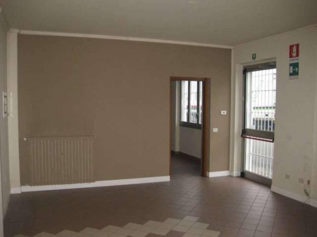 Ufficio / Studio in affitto a Basiano, 5 locali, prezzo € 2.083   CambioCasa.it