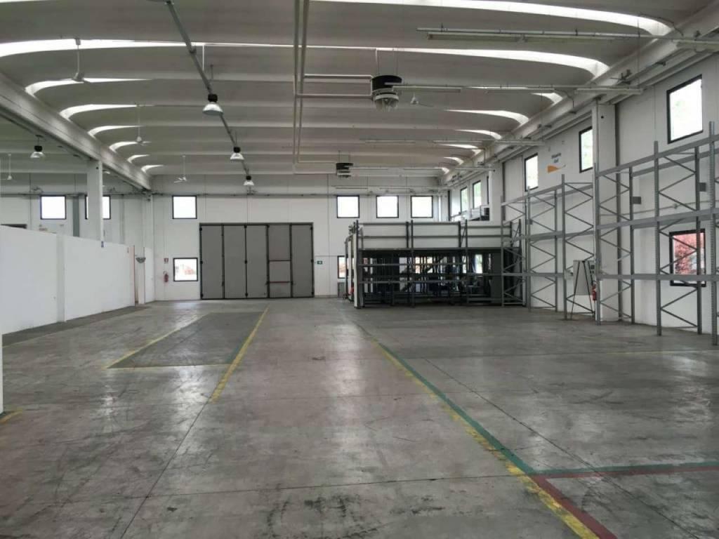 Capannone in vendita a Arcore, 9999 locali, prezzo € 1.900.000   CambioCasa.it