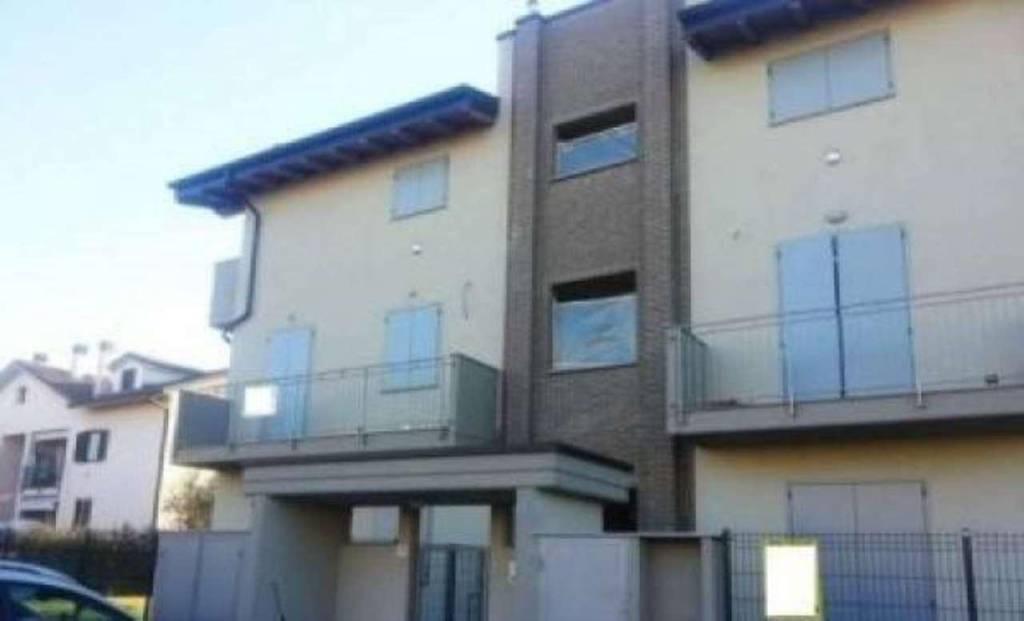 Appartamento in vendita a Trezzano Rosa, 2 locali, prezzo € 88.000 | CambioCasa.it
