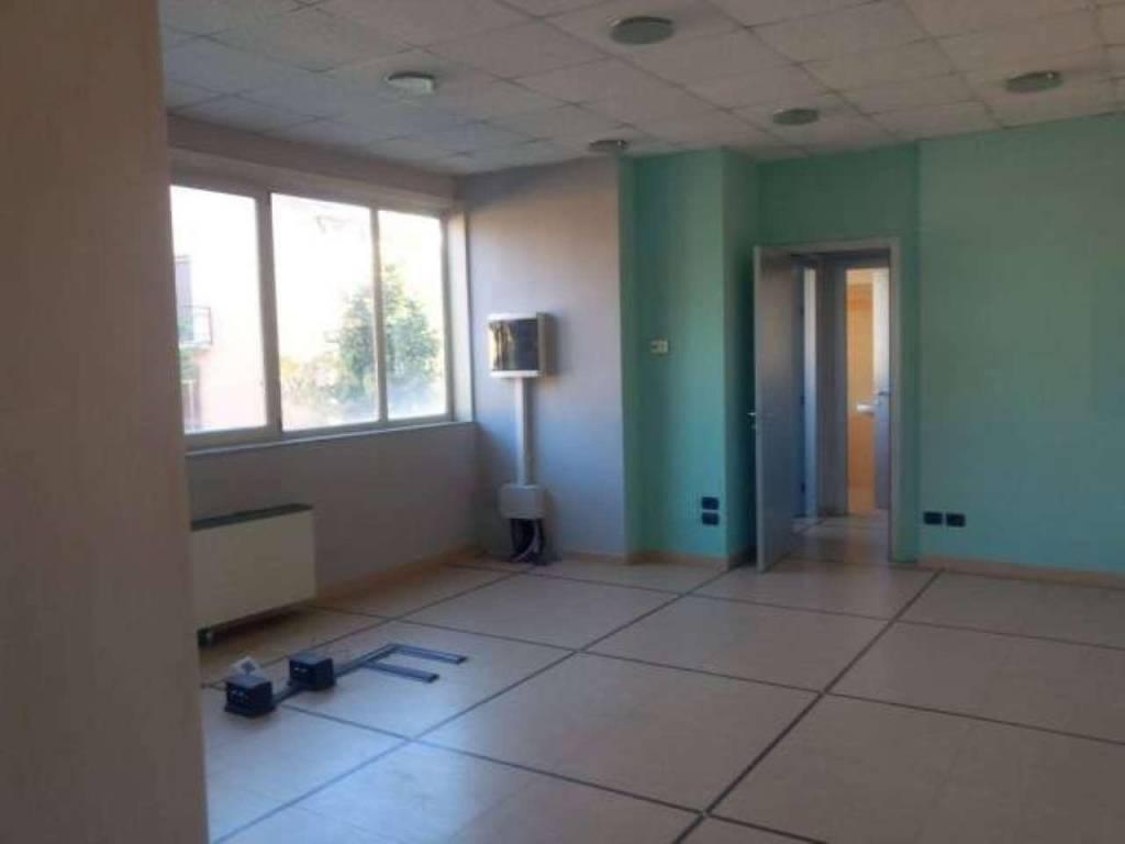 Ufficio / Studio in Affitto a Trezzano Rosa