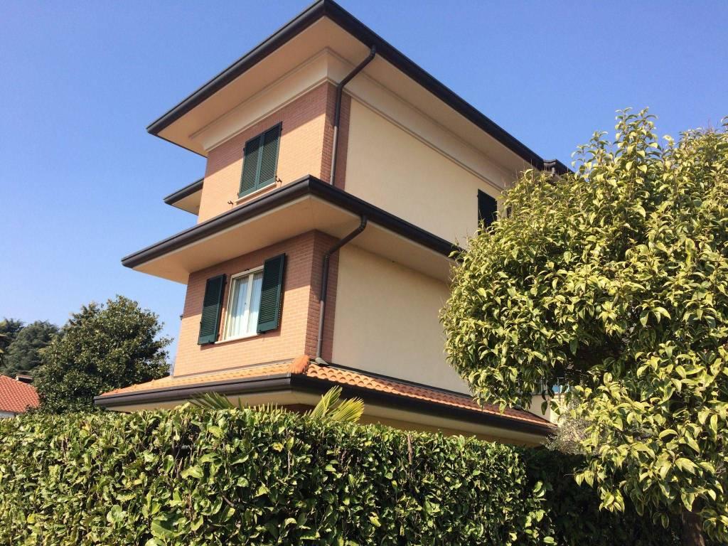 Appartamento in ottime condizioni arredato in affitto Rif. 8311360