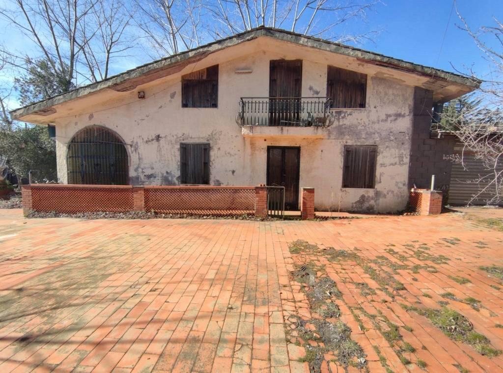 Villa in vendita a Pedara, 5 locali, prezzo € 89.000 | CambioCasa.it