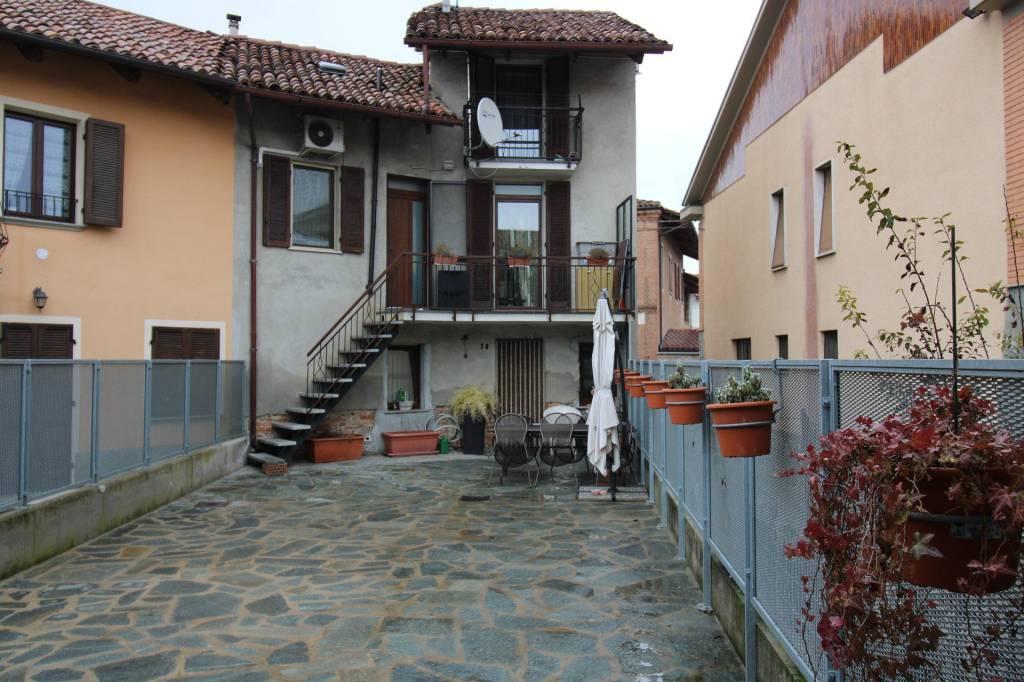 Appartamento in vendita a Govone, 6 locali, prezzo € 109.000 | CambioCasa.it