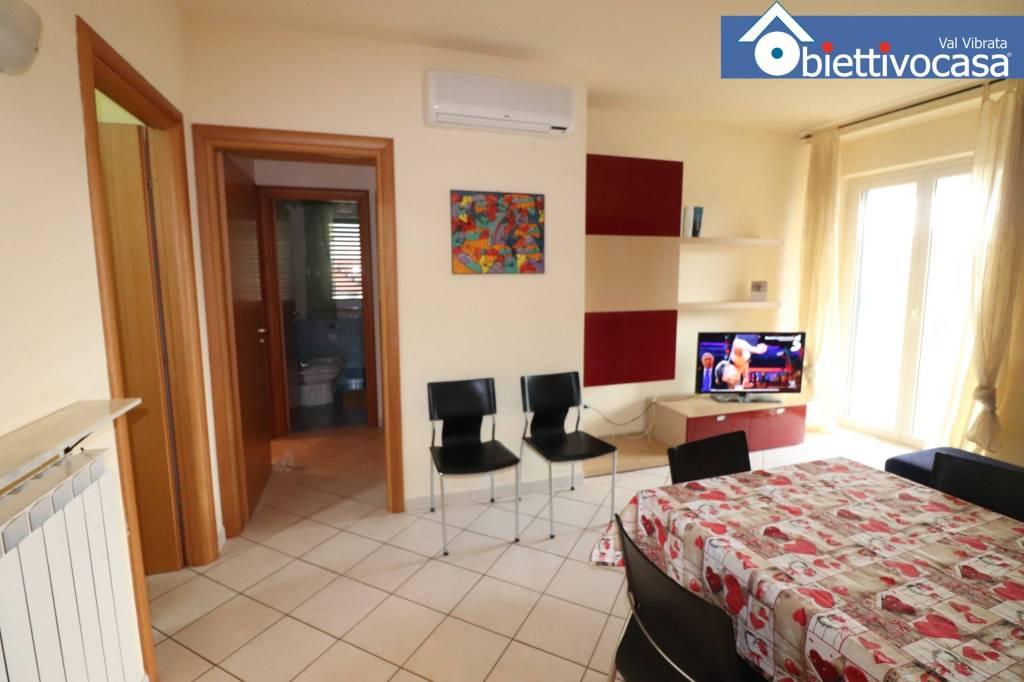 Appartamento in buone condizioni arredato in affitto Rif. 5277408