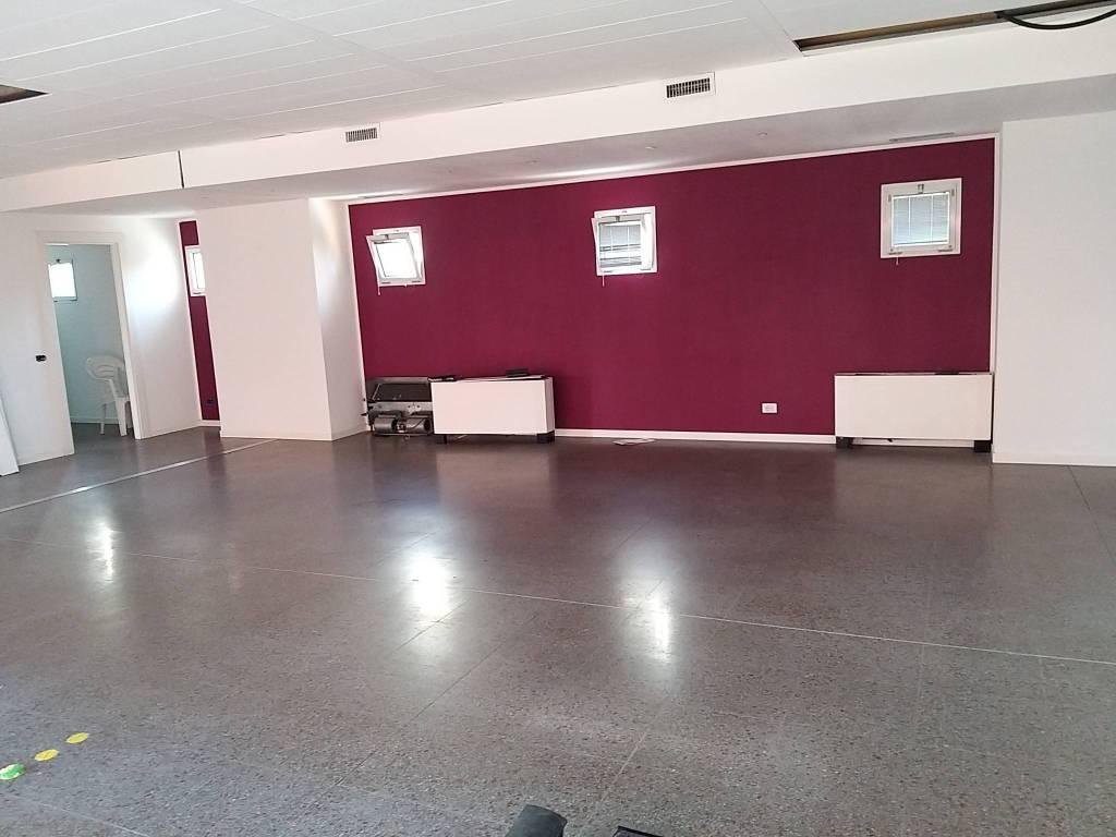 Ufficio / Studio in affitto a Villa Guardia, 3 locali, prezzo € 1.000 | CambioCasa.it