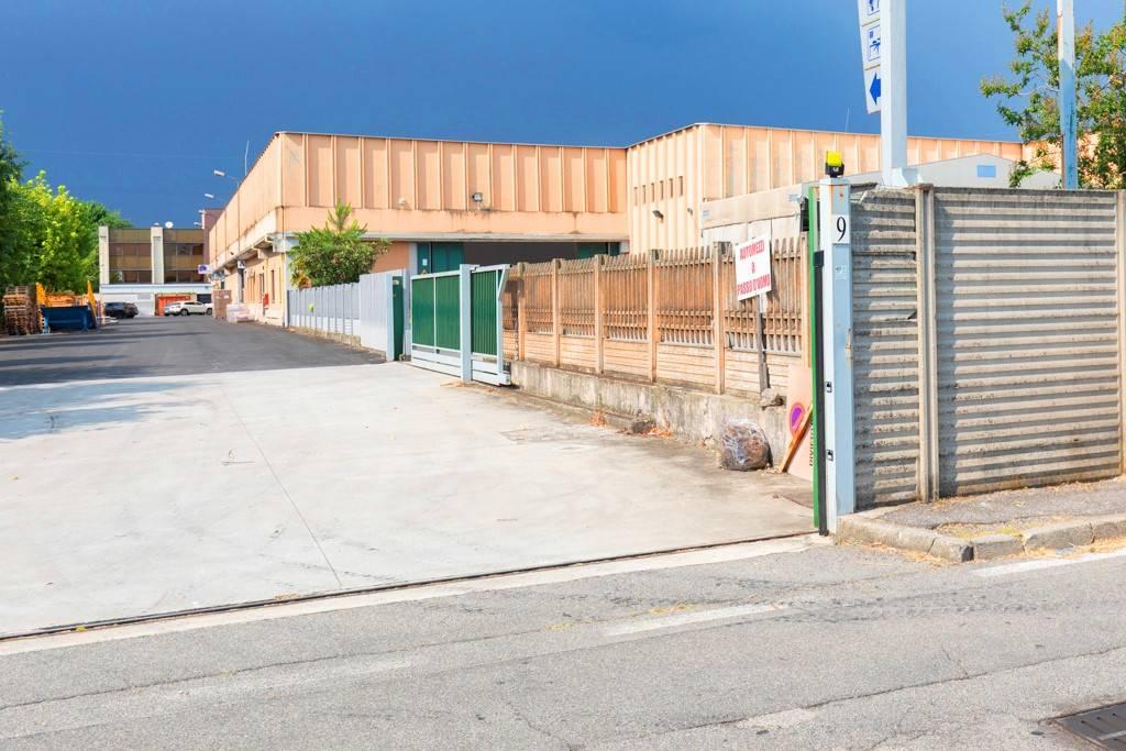 Capannone in Affitto a Segrate: 1 locali, 1450 mq