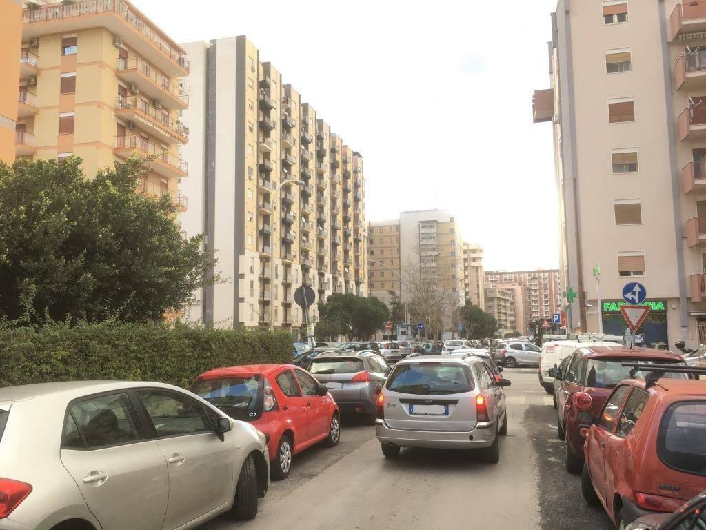 Appartamento in Vendita a Palermo Semicentro: 4 locali, 140 mq