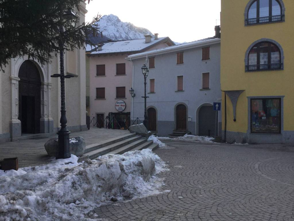 Appartamento in vendita a Vezza d'Oglio, 3 locali, prezzo € 110.000 | CambioCasa.it