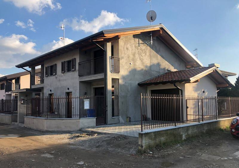 Villa in Affitto a Sesto Calende