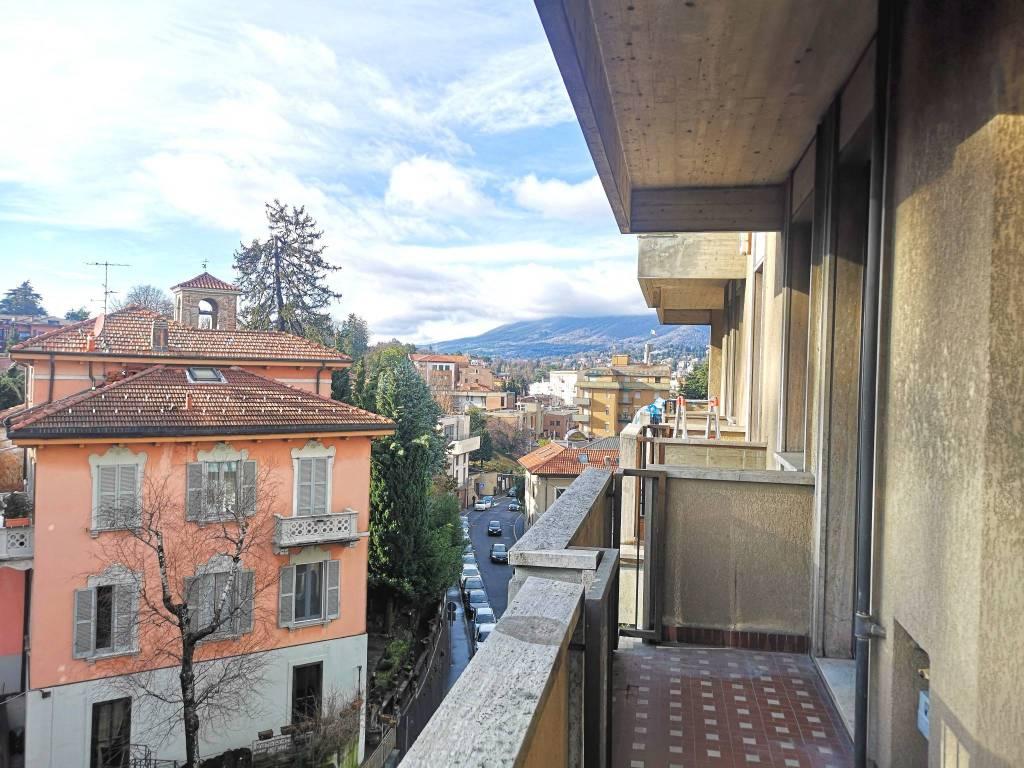 Appartamento in affitto a Varese, 4 locali, prezzo € 850 | CambioCasa.it