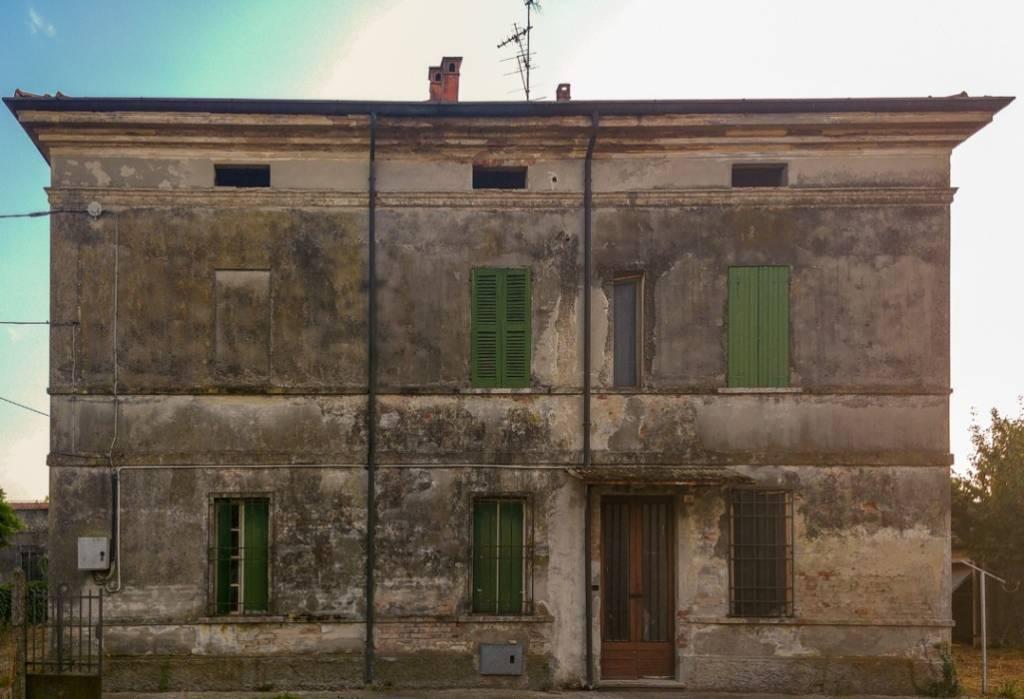 Villa in vendita a Suzzara, 10 locali, prezzo € 93.000 | CambioCasa.it