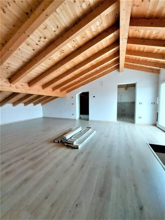 Appartamento in Vendita a Fiorenzuola D'Arda: 4 locali, 173 mq