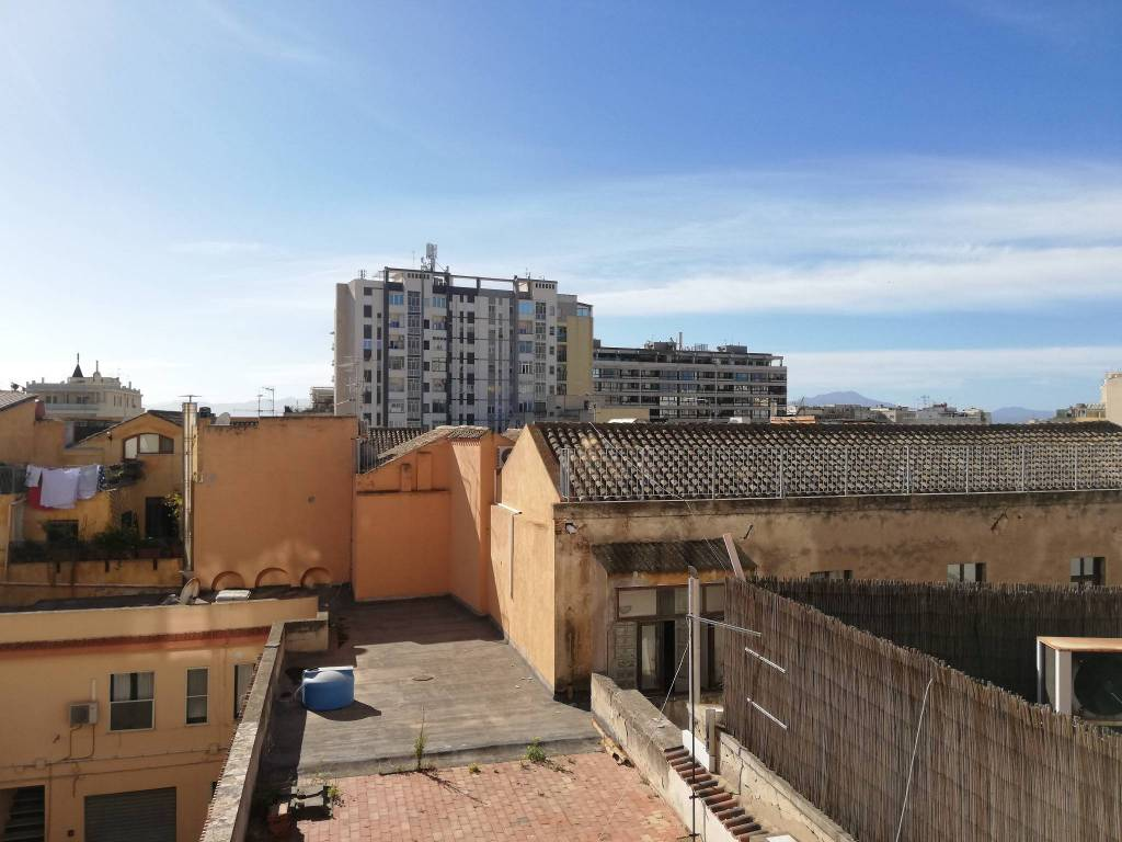 Appartamento in vendita a Cagliari, 8 locali, prezzo € 440.000 | CambioCasa.it