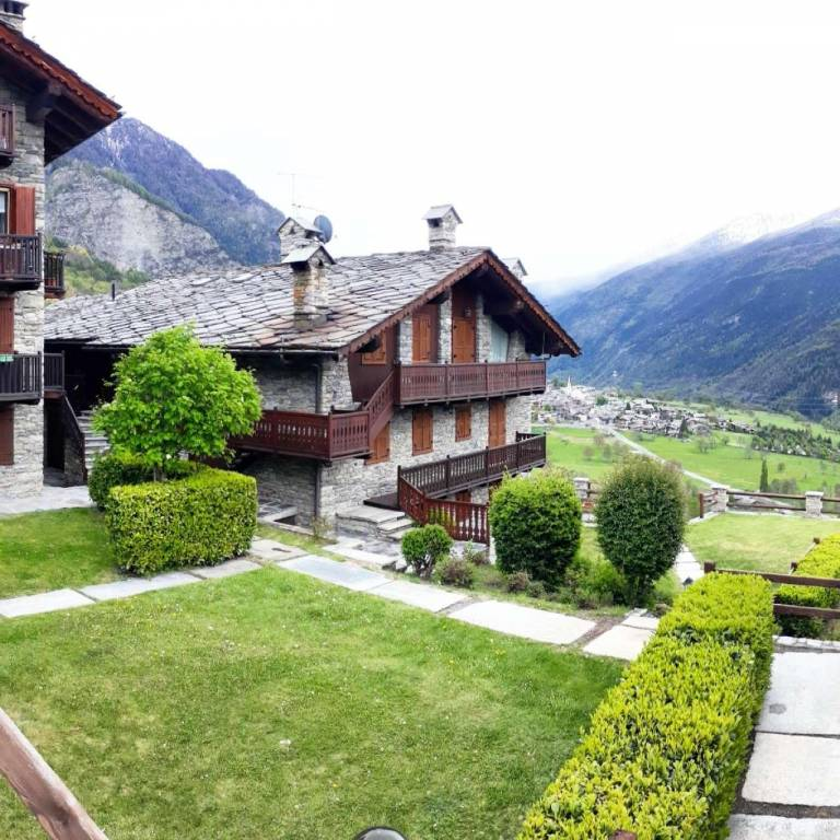 Appartamento in vendita a La Salle, 5 locali, prezzo € 130.000 | CambioCasa.it