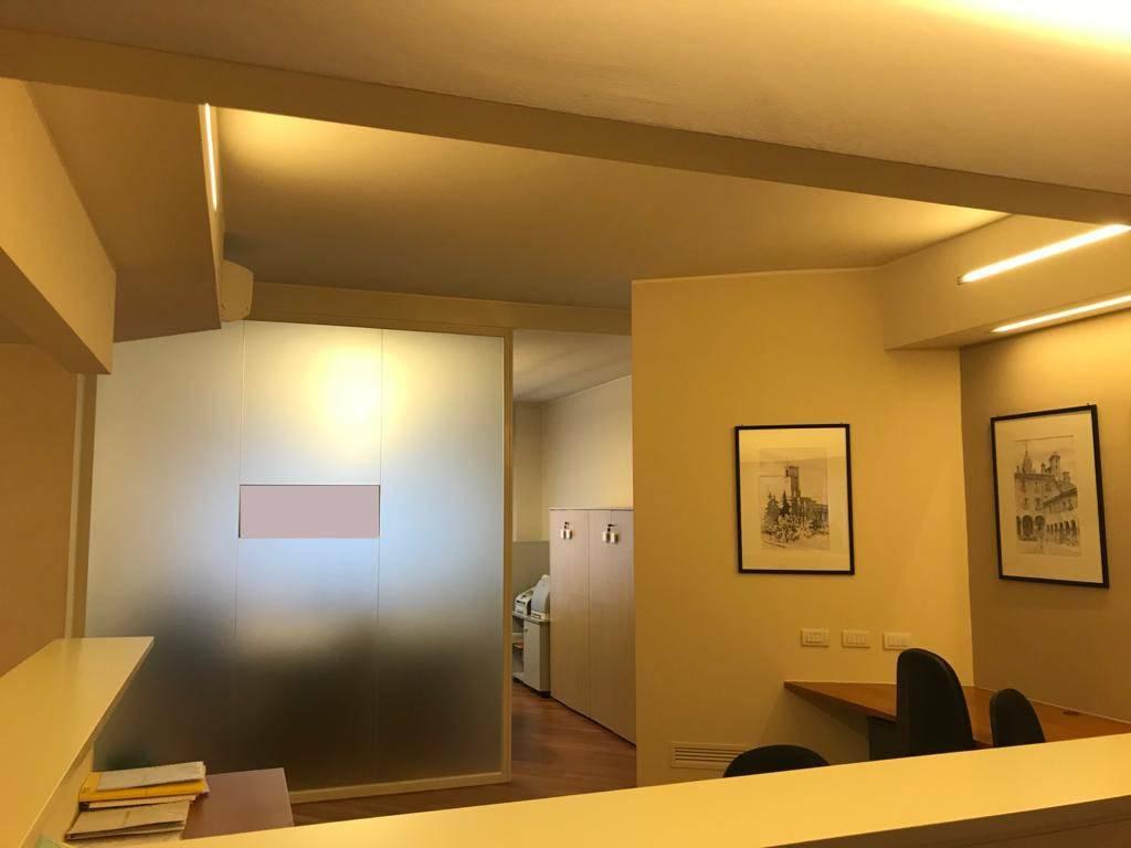 Ufficio / Studio in affitto a Varese, 3 locali, prezzo € 1.000 | CambioCasa.it