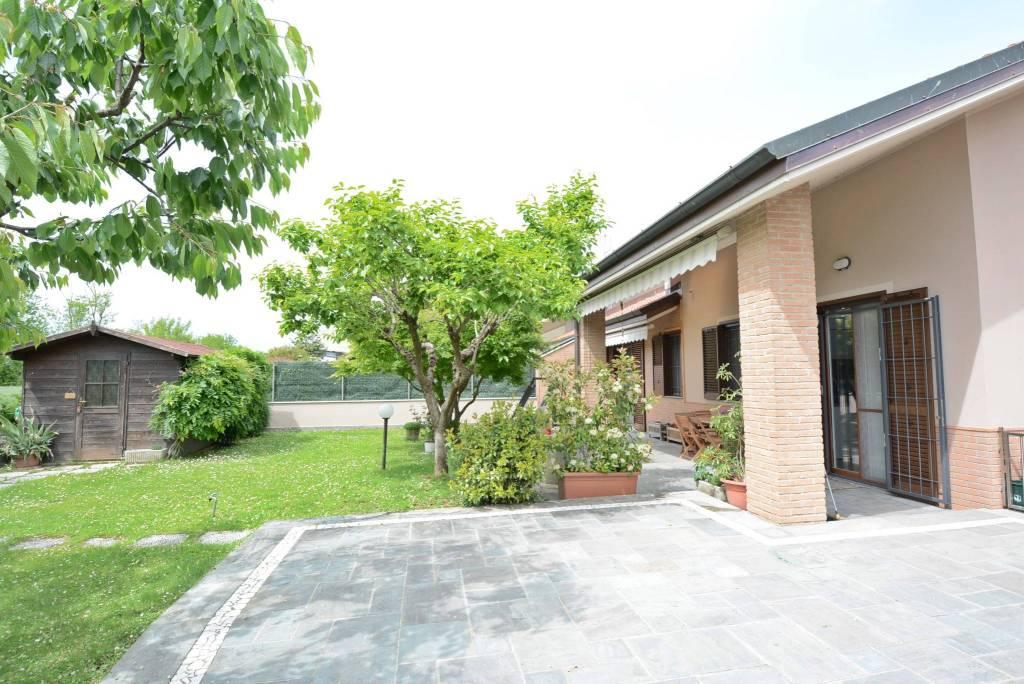 Villa in vendita a Dresano, 5 locali, prezzo € 490.000 | CambioCasa.it