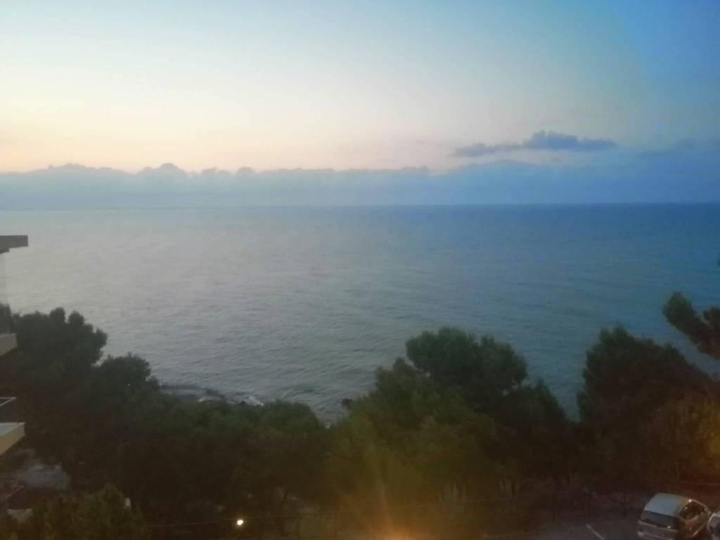 Appartamento in vendita a San Bartolomeo al Mare, 3 locali, prezzo € 230.000 | CambioCasa.it