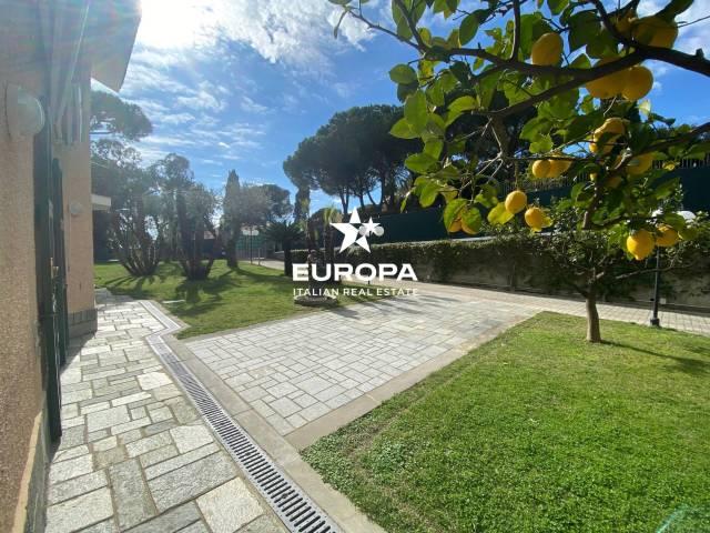 Villa in Vendita a San Remo Semicentro: 4 locali, 240 mq