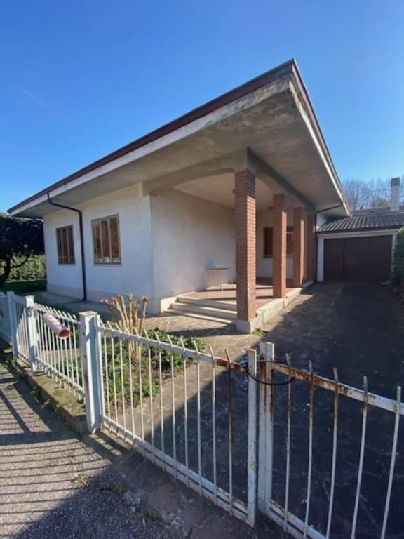Villa in vendita a Rodigo, 6 locali, prezzo € 180.000 | CambioCasa.it