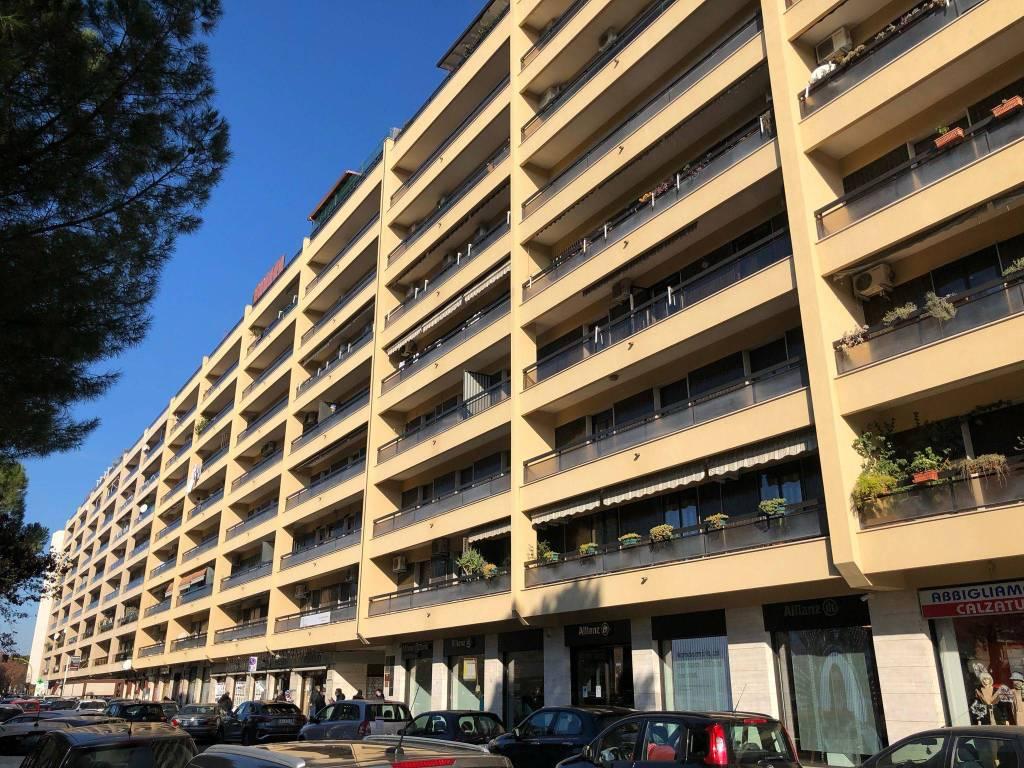 Ufficio-studio in Affitto a Foggia Semicentro: 4 locali, 140 mq