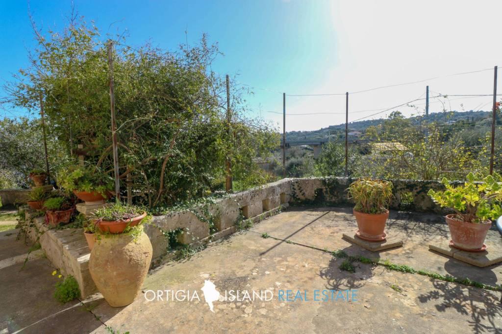 Villa in vendita a Canicattini Bagni, 6 locali, prezzo € 165.000 | CambioCasa.it