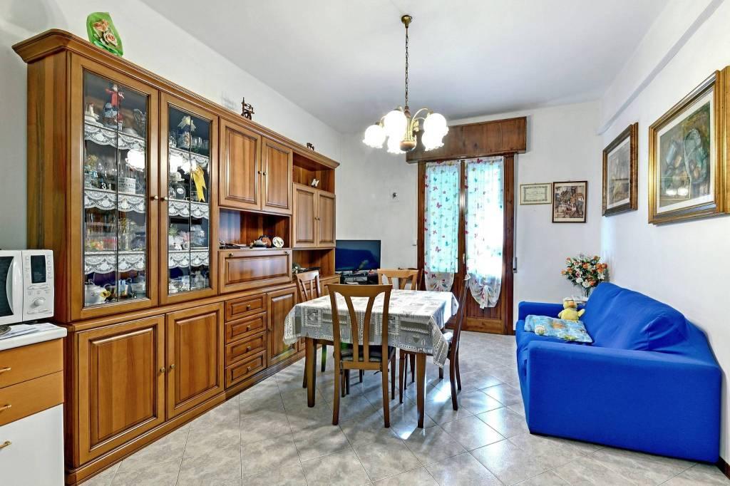 Appartamento in vendita a Casalecchio di Reno, 4 locali, prezzo € 200.000 | CambioCasa.it