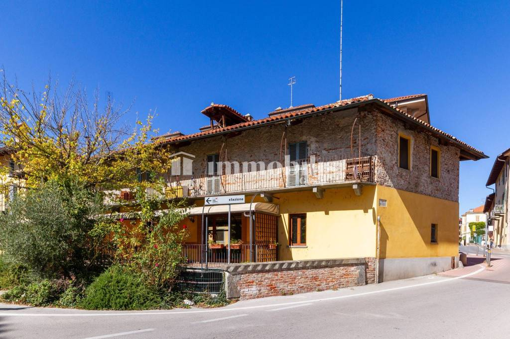 Villa in vendita a Fossano, 10 locali, prezzo € 350.000 | CambioCasa.it