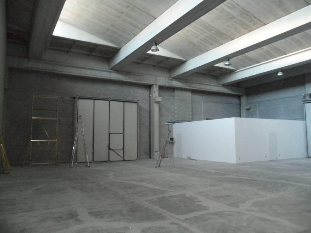 Capannone in affitto a Mariano Comense, 1 locali, prezzo € 2.000 | PortaleAgenzieImmobiliari.it
