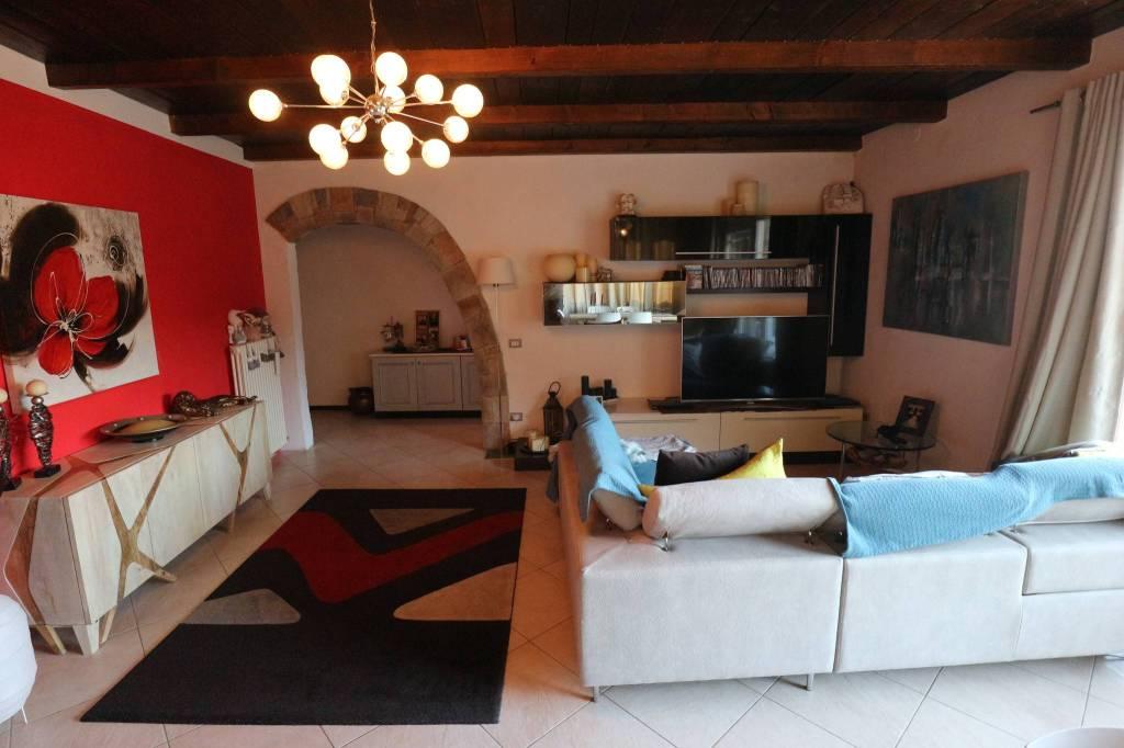 Appartamento in vendita a Cannobio, 4 locali, prezzo € 380.000   CambioCasa.it
