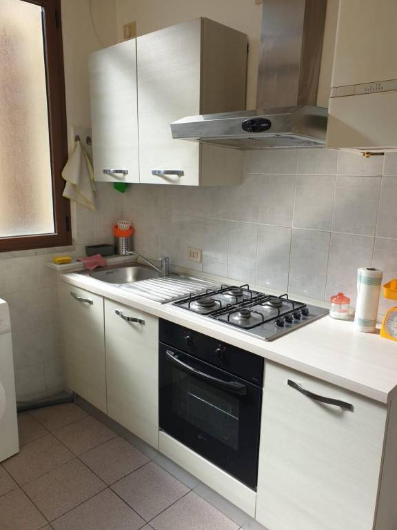 Appartamento in Affitto a Pisa Centro: 5 locali, 95 mq