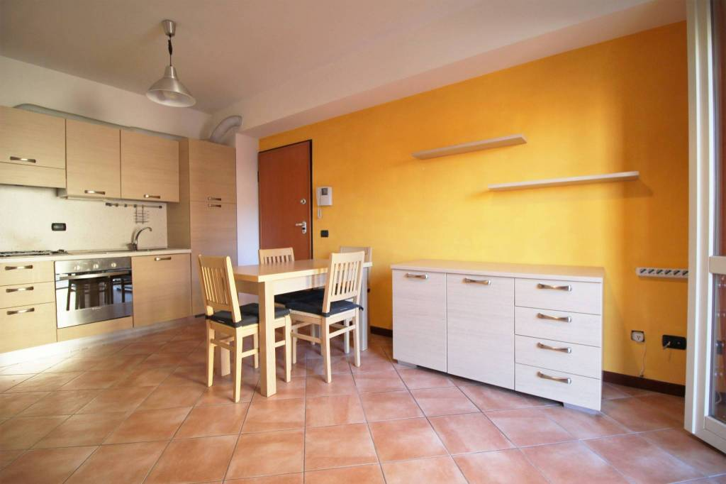 Appartamento in buone condizioni arredato in affitto Rif. 8505377
