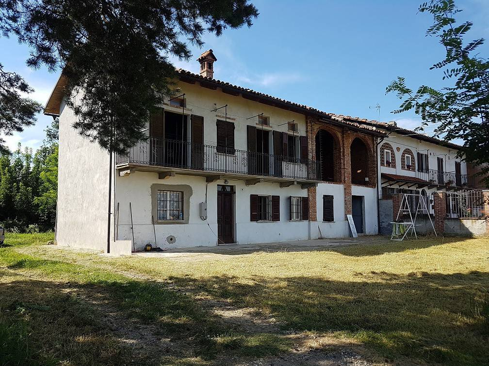 Rustico / Casale in vendita a Rocchetta Tanaro, 5 locali, prezzo € 70.000 | PortaleAgenzieImmobiliari.it