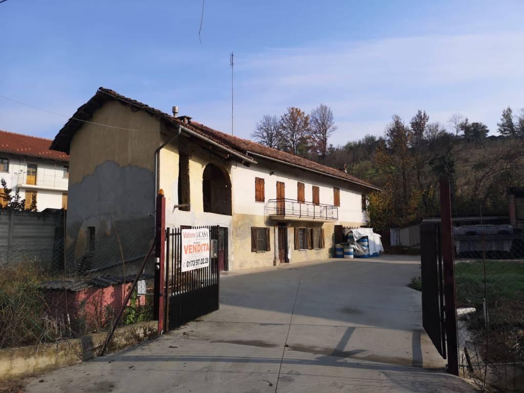 Rustico / Casale in vendita a San Damiano d'Asti, 7 locali, prezzo € 39.000   PortaleAgenzieImmobiliari.it