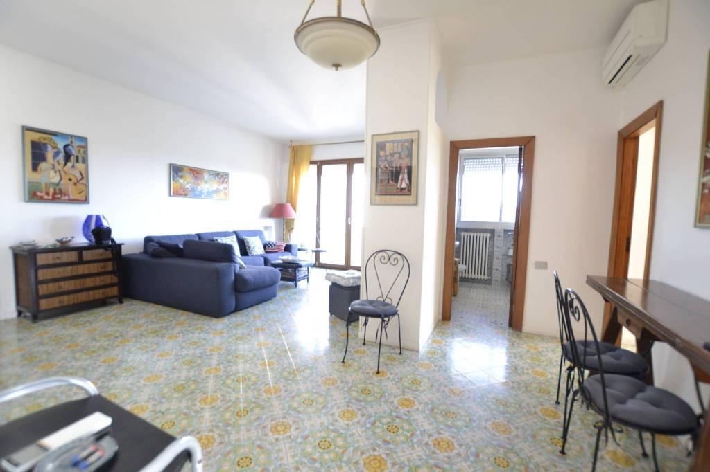 Appartamento in Vendita a Riccione Centro: 4 locali, 112 mq