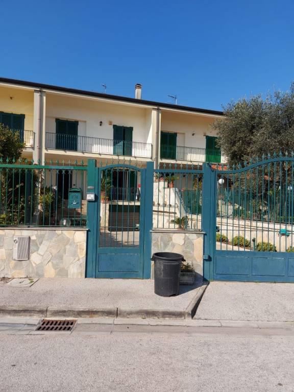 Villa a Schiera in vendita a Crispano, 4 locali, prezzo € 365.000   CambioCasa.it