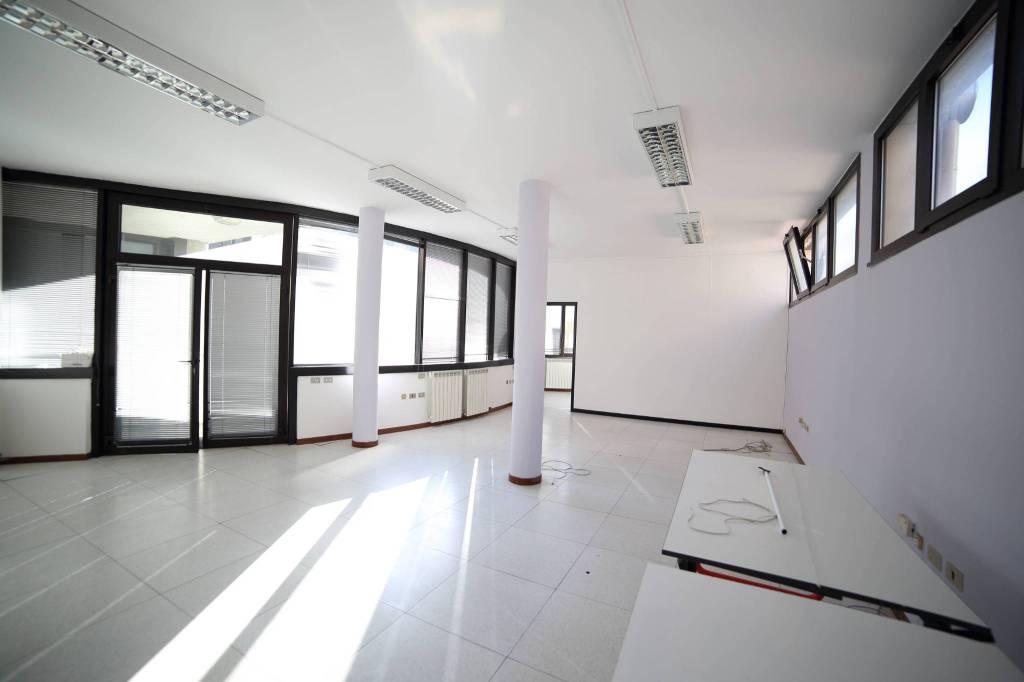 Ufficio / Studio in affitto a Varese, 2 locali, prezzo € 600 | PortaleAgenzieImmobiliari.it