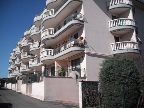 Appartamento in vendita a Roma, 2 locali, zona Zona: 36 . Finocchio, Torre Gaia, Tor Vergata, Borghesiana, prezzo € 75.000 | CambioCasa.it