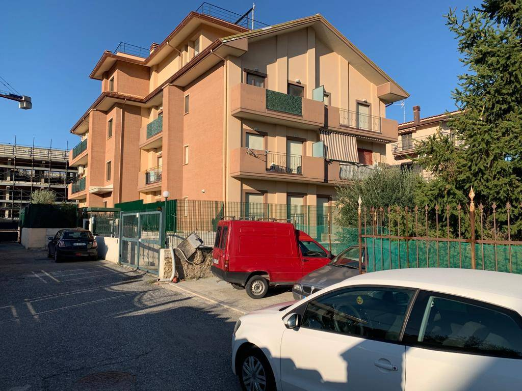 Appartamento in vendita a Roma, 2 locali, zona Zona: 35 . Setteville - Casalone - Acqua Vergine, prezzo € 120.000   CambioCasa.it