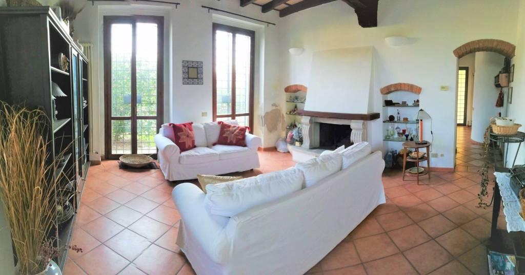 Villa in vendita a Landriano, 6 locali, prezzo € 250.000 | CambioCasa.it