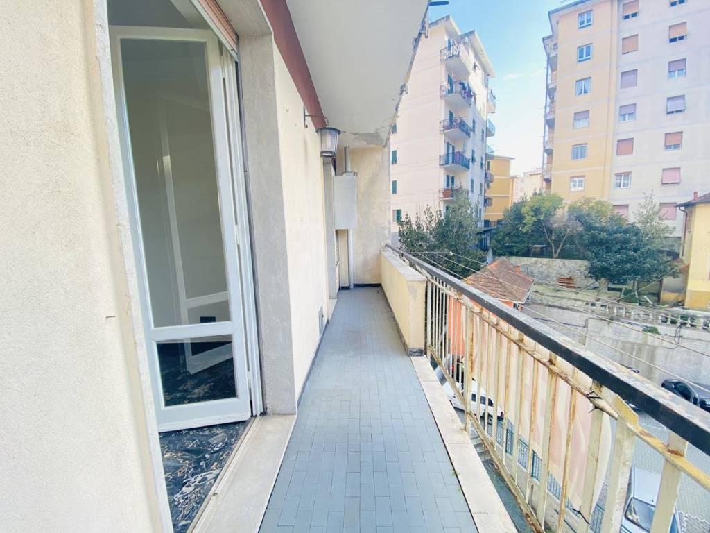 Appartamento in affitto a Campomorone, 4 locali, prezzo € 400 | CambioCasa.it