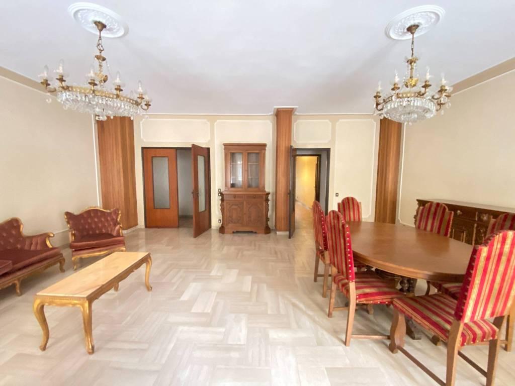 Appartamento in vendita a Lecce, 9 locali, prezzo € 250.000 | PortaleAgenzieImmobiliari.it