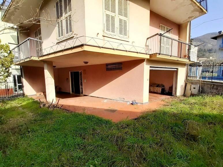 Villa in vendita a Cicagna, 8 locali, prezzo € 165.000 | CambioCasa.it