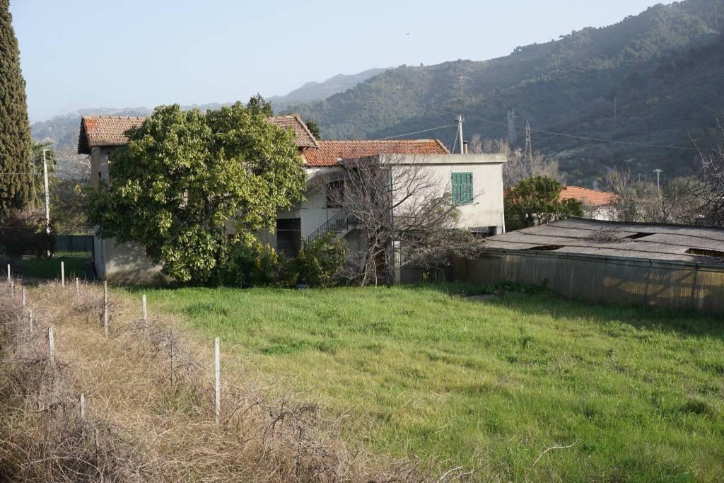 Villa in vendita a Camporosso, 11 locali, prezzo € 230.000 | PortaleAgenzieImmobiliari.it