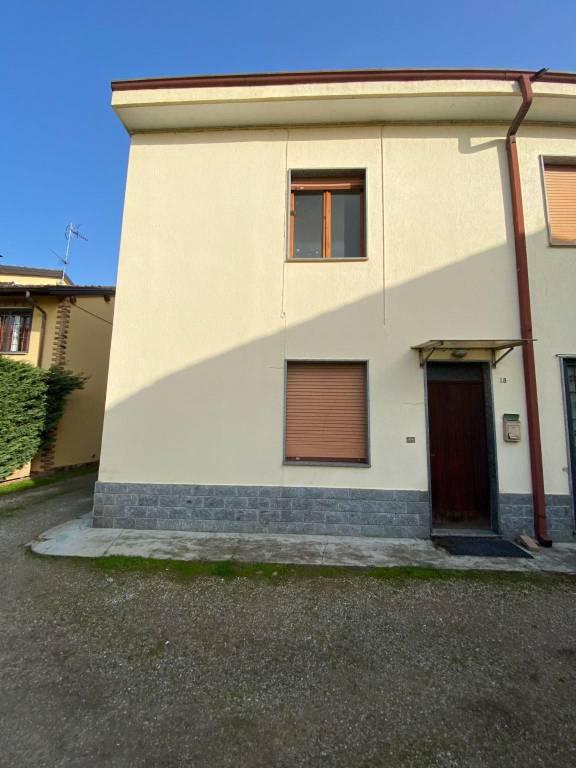 Appartamento in vendita a Sommo, 3 locali, prezzo € 33.000   CambioCasa.it
