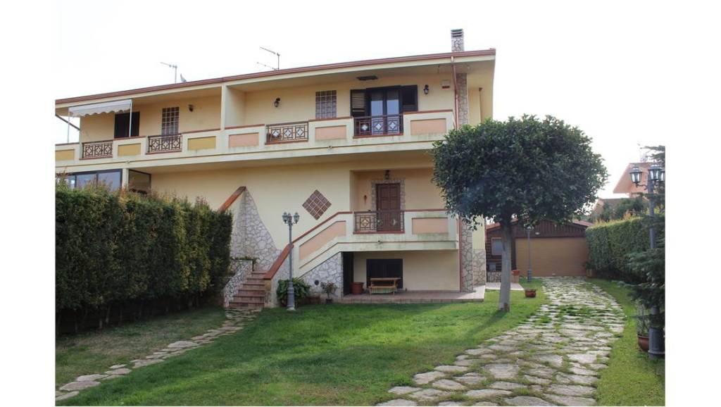 Villa in vendita a Borgia, 9999 locali, prezzo € 275.000 | CambioCasa.it
