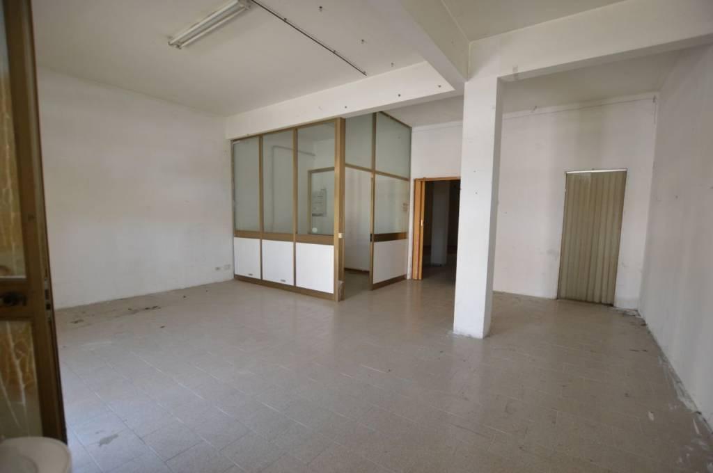 Negozio / Locale in affitto a Castelbellino, 2 locali, Trattative riservate | CambioCasa.it
